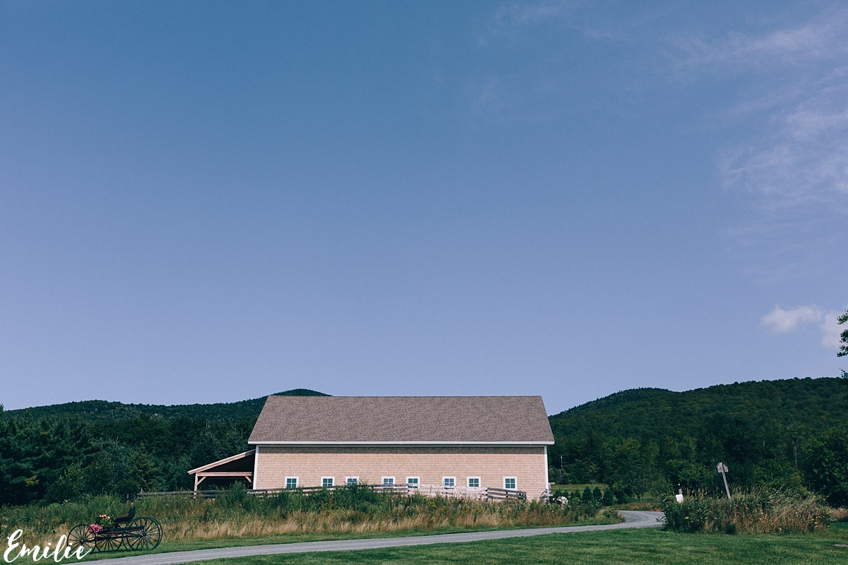 bellevue_barn_jefferson_new_hampshire_wedding_emilie_inc_0001