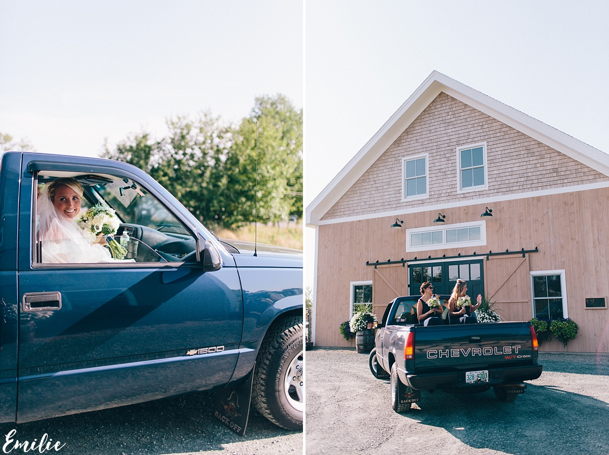 bellevue_barn_jefferson_new_hampshire_wedding_emilie_inc_0026