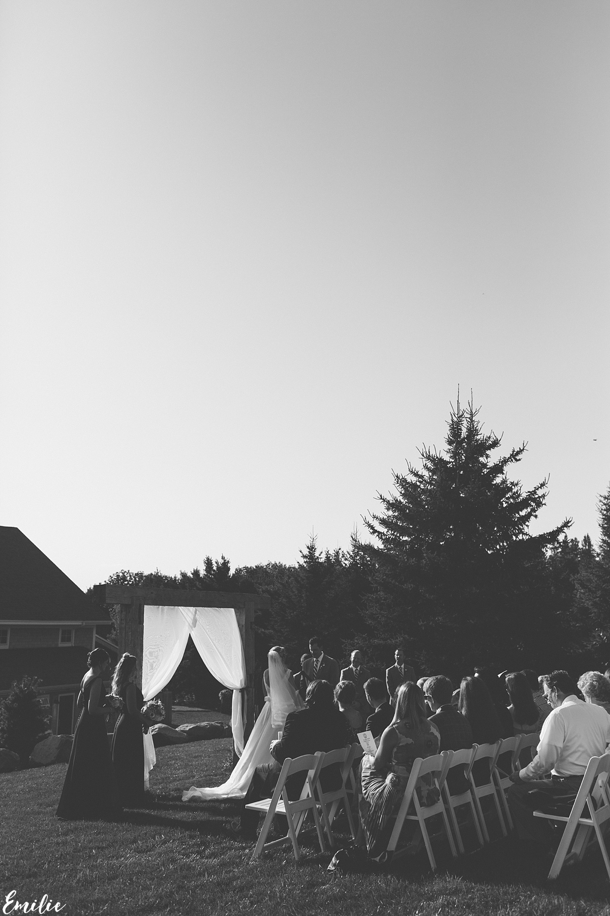 bellevue_barn_jefferson_new_hampshire_wedding_emilie_inc_0036