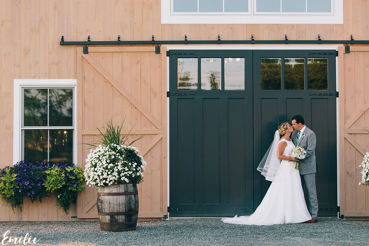 bellevue_barn_jefferson_new_hampshire_wedding_emilie_inc_0051