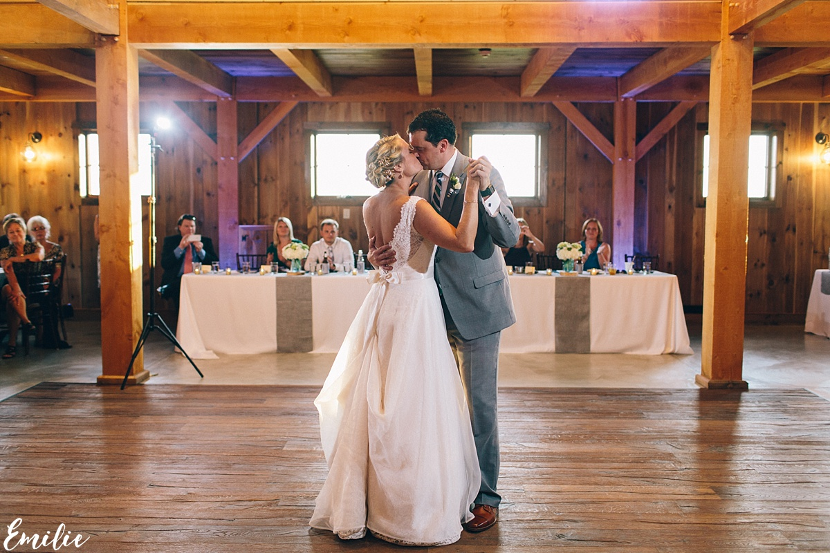bellevue_barn_jefferson_new_hampshire_wedding_emilie_inc_0055