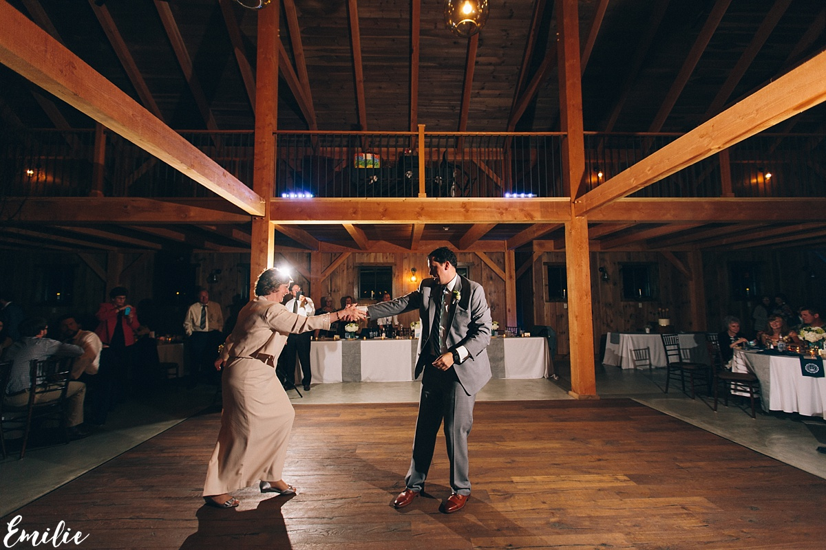bellevue_barn_jefferson_new_hampshire_wedding_emilie_inc_0071
